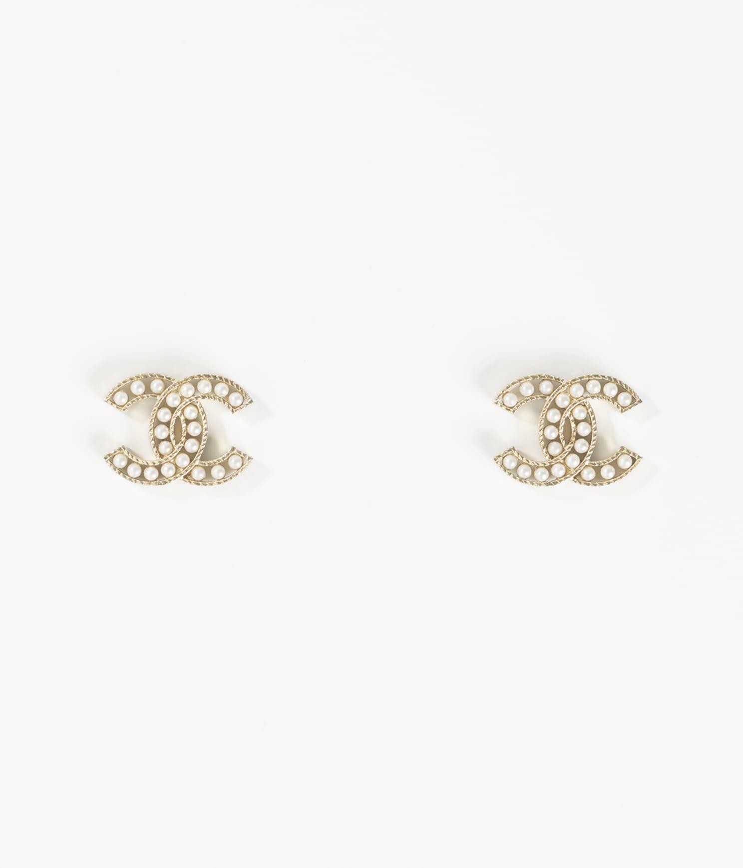 CHANEL 金屬琉璃珠耳環,建議售價 NT$13,100