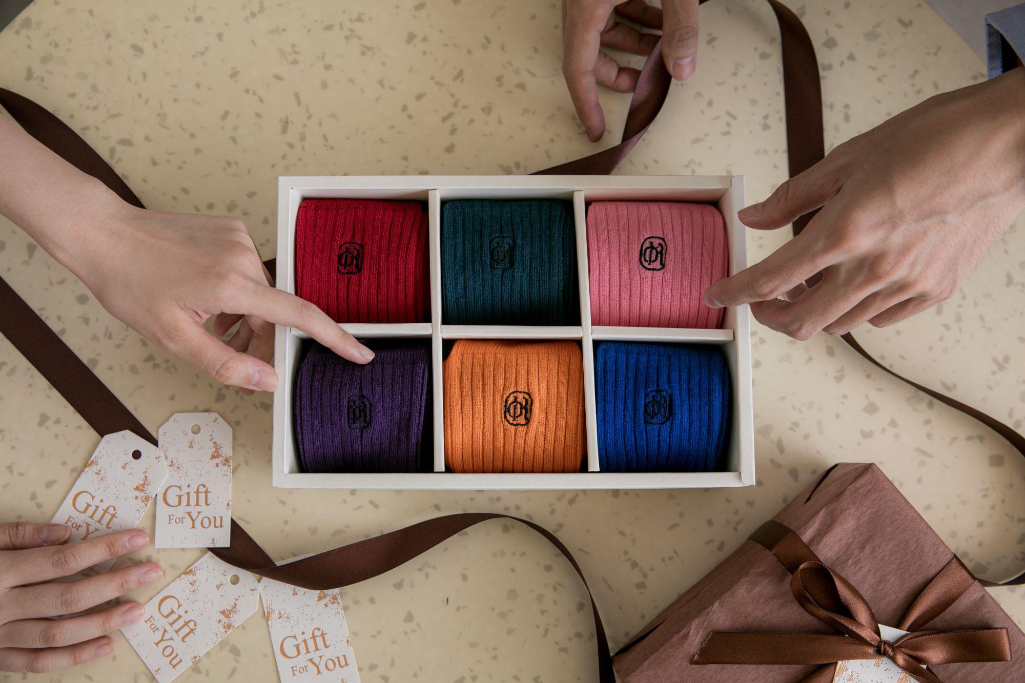 林果良品 「繽紛多彩羅紋襪禮盒」