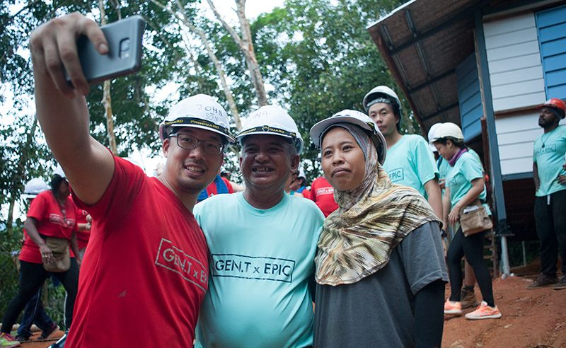John-Son Oei takes a selfie with the new homeowners.