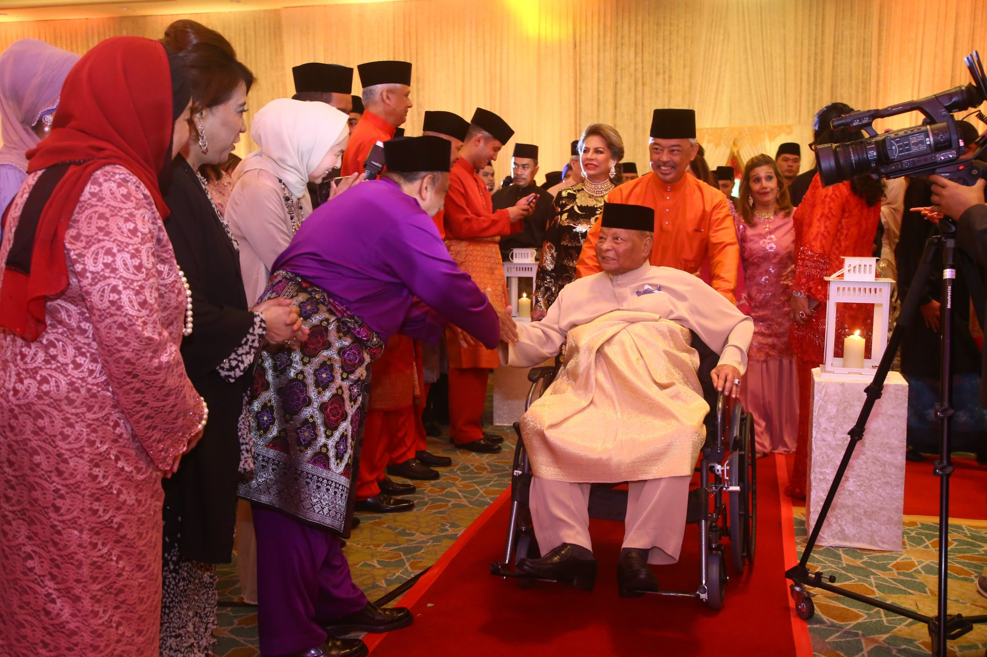 Sultan Haji Ahmad Shah of Pahang makes a grand entrance