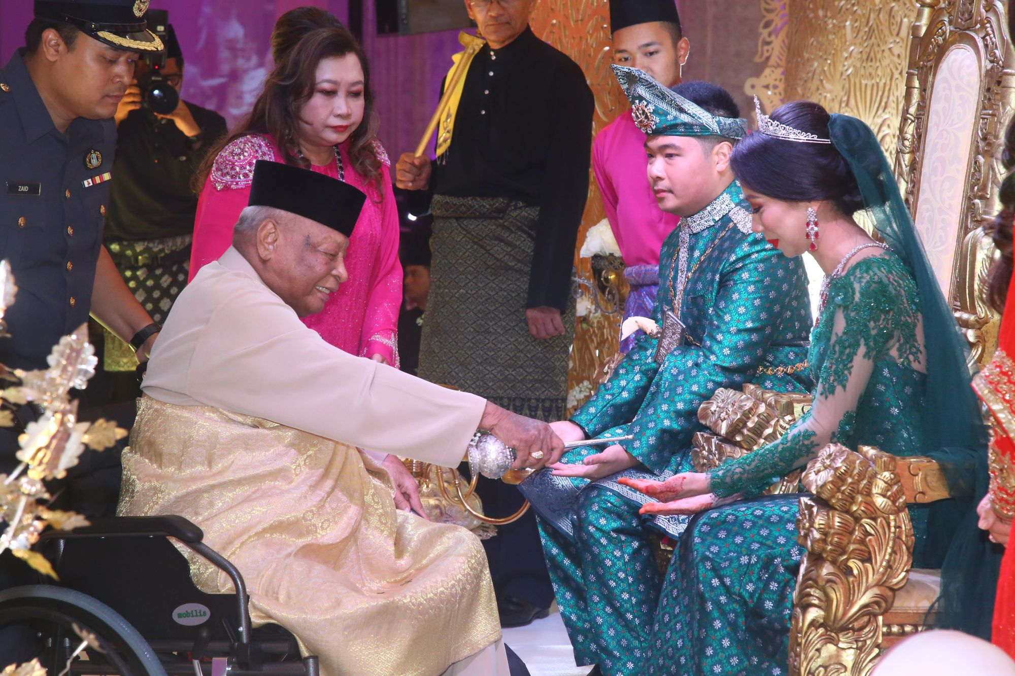 Sultan Haji Ahmad Shah giving the newlyweds his blessings