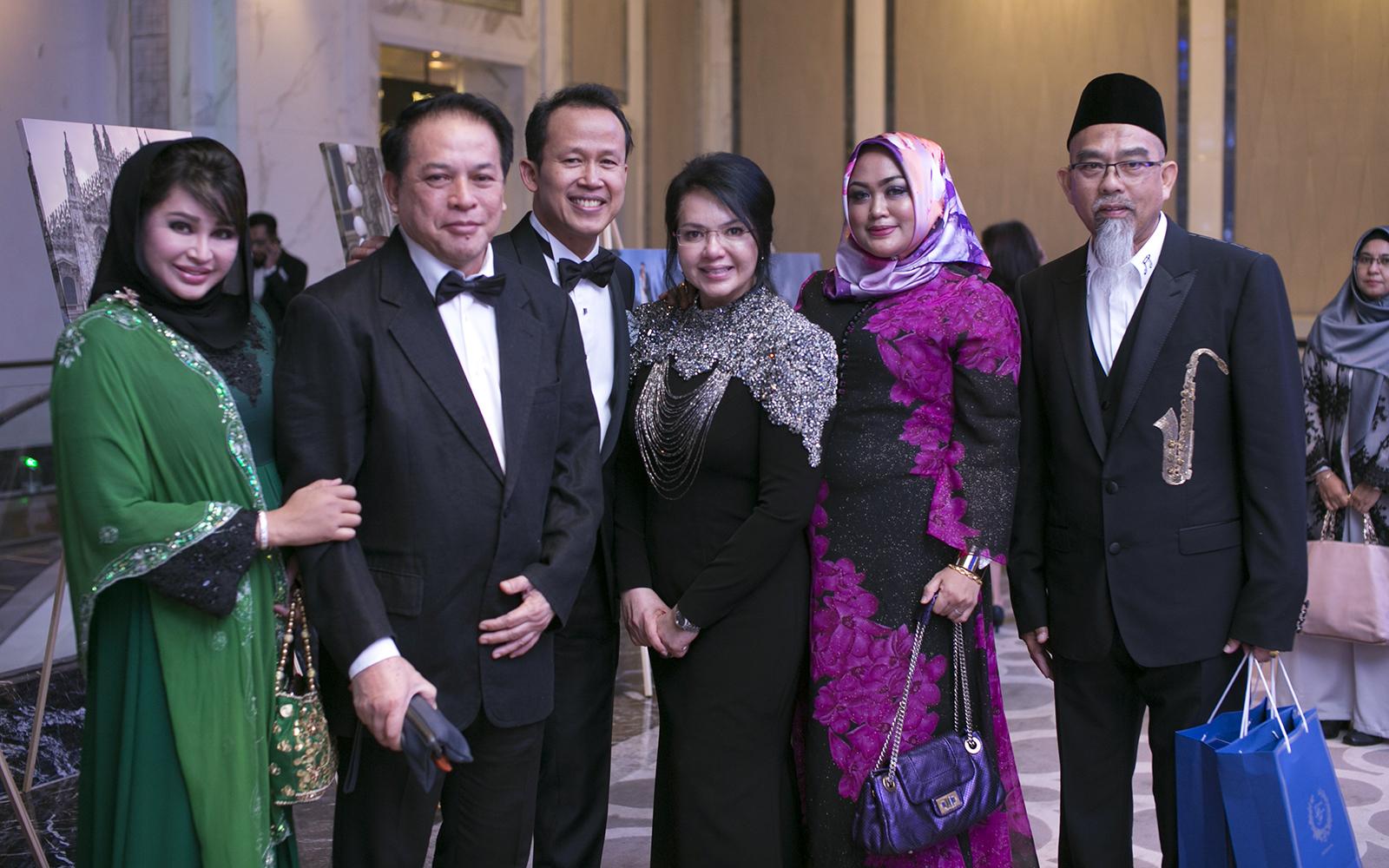 Puan Sri Nisa Bakri, Tan Sri Mohd Bakri Zinin, Dato' Abd Rashid Jabir, Dato' Farisah Mohd Farid, Datin Seri Nur Cahaya Ramlan and Dato' Seri Abd Majid Zainal Abidin