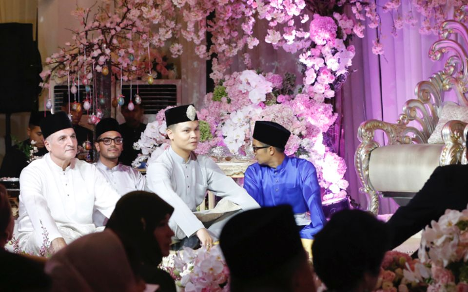 Muhammad's akad nikah vows were witnessed by his proud father Dato' Robert Geneid and his entourage