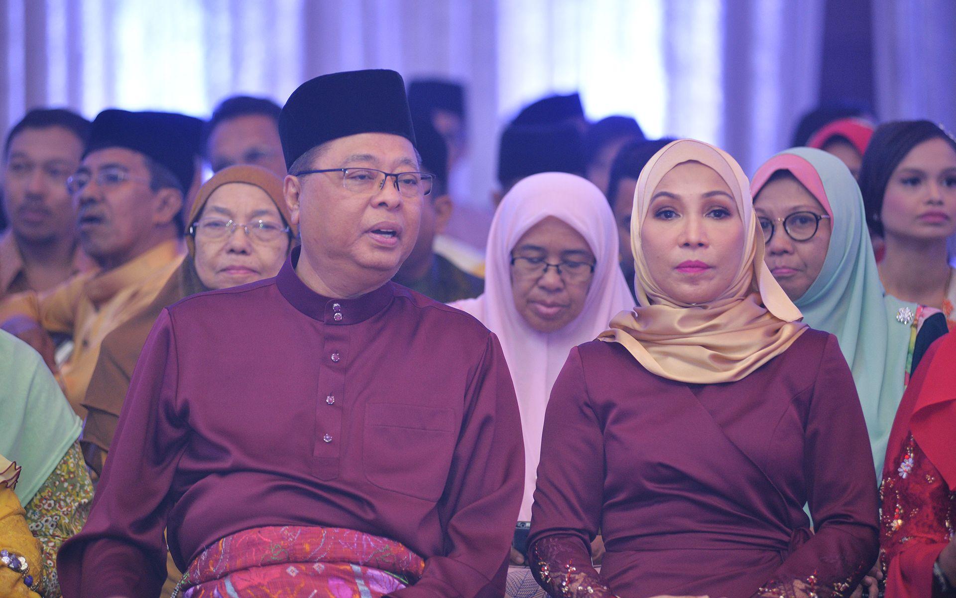 Dato' Sri Ismail Sabri Yaakob and Datin Sri Muhaini Zainal Abidin