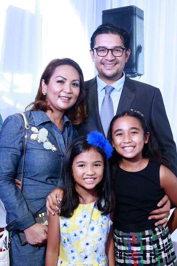 Puteri Badrinise Zakuan-Alauddin, Tunku Mohamed Alauddin Naquiyuddin with their daughters Tunku Azalea and Tunku Alaynna