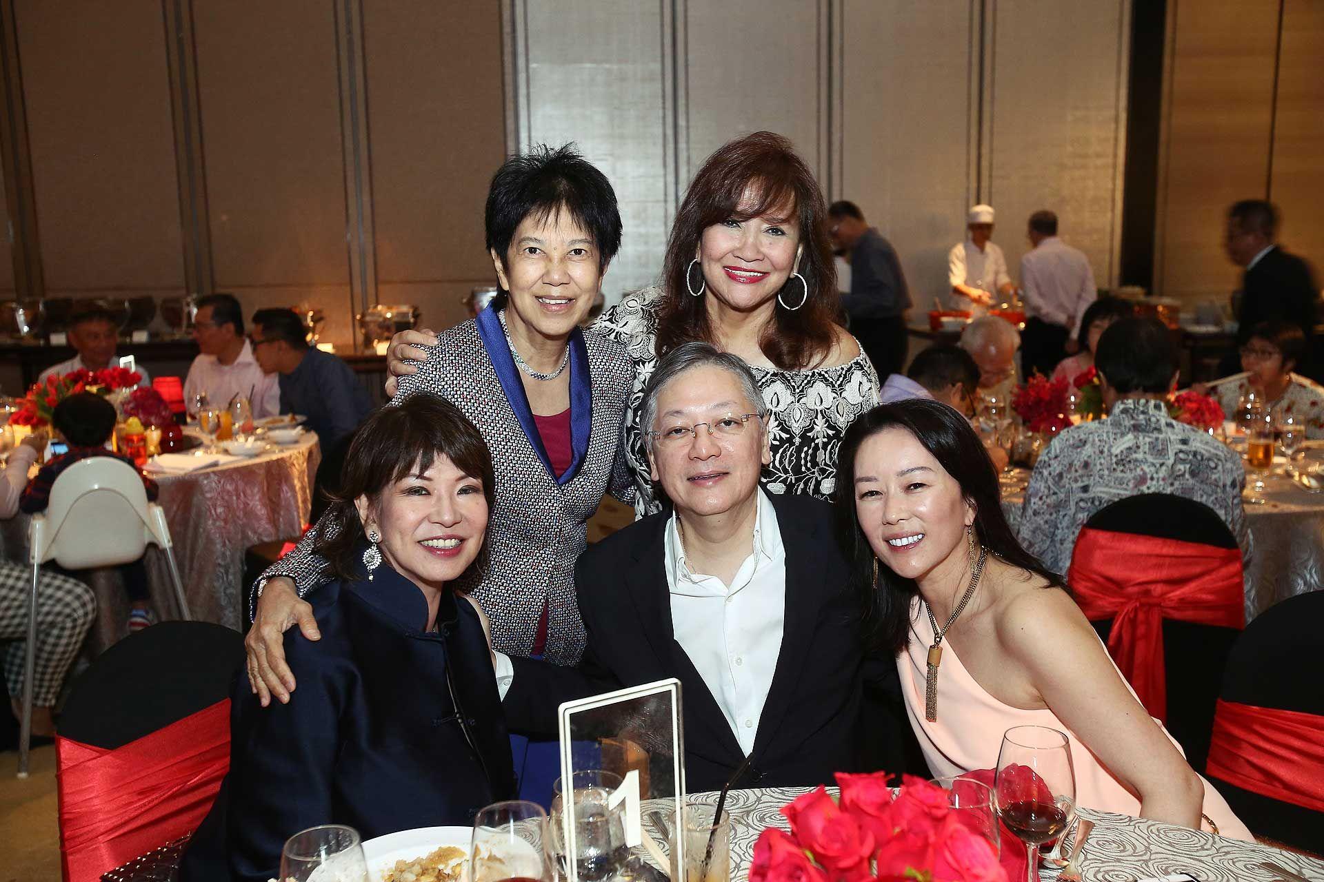 Lim Meng Hong, Chan Mo Lin, Yap Teak Sing, Dato' Rosemarie Wee and Shawna Yap