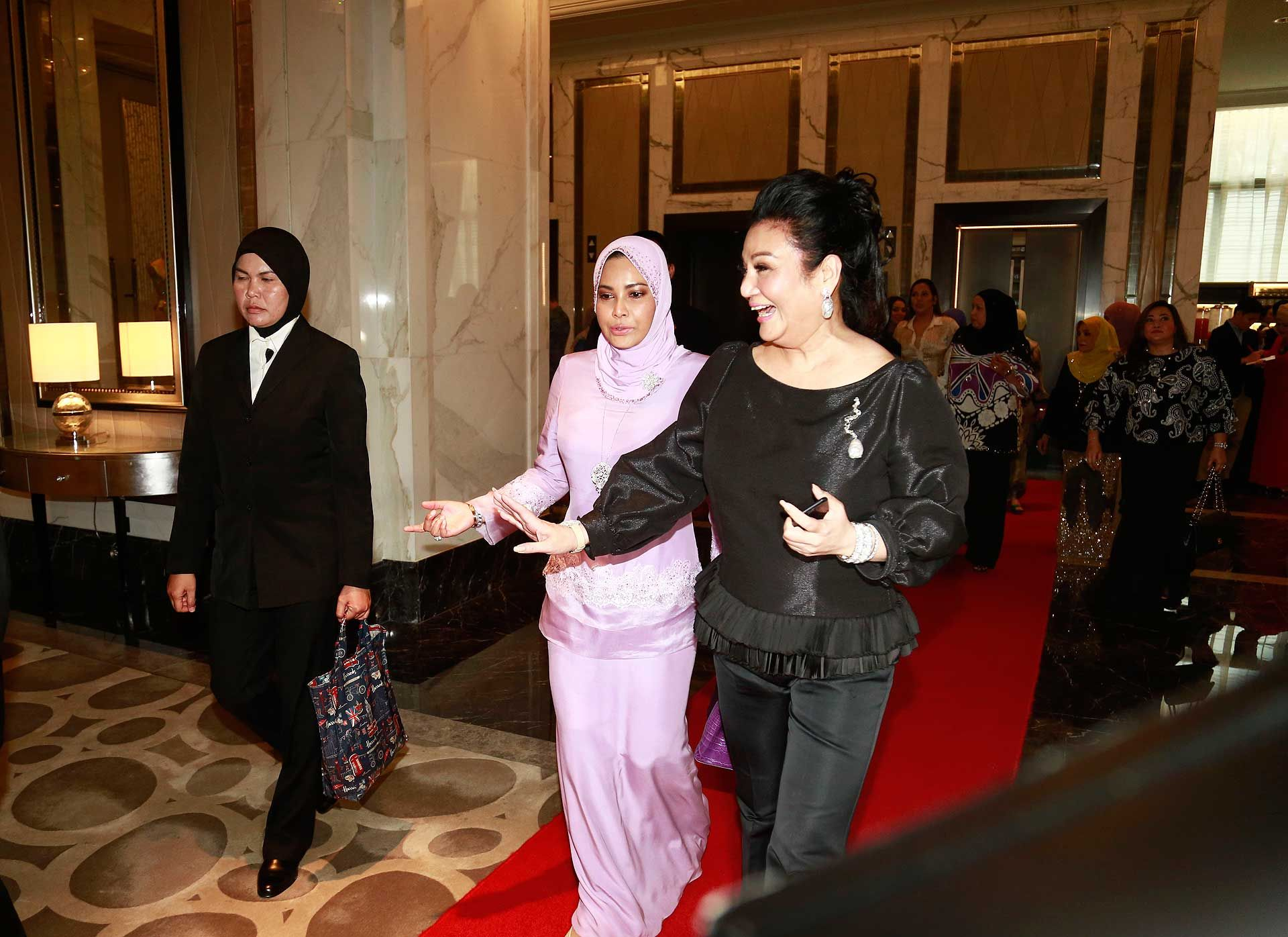 Sultanah Nur Zahirah and Datuk Tracy Ong