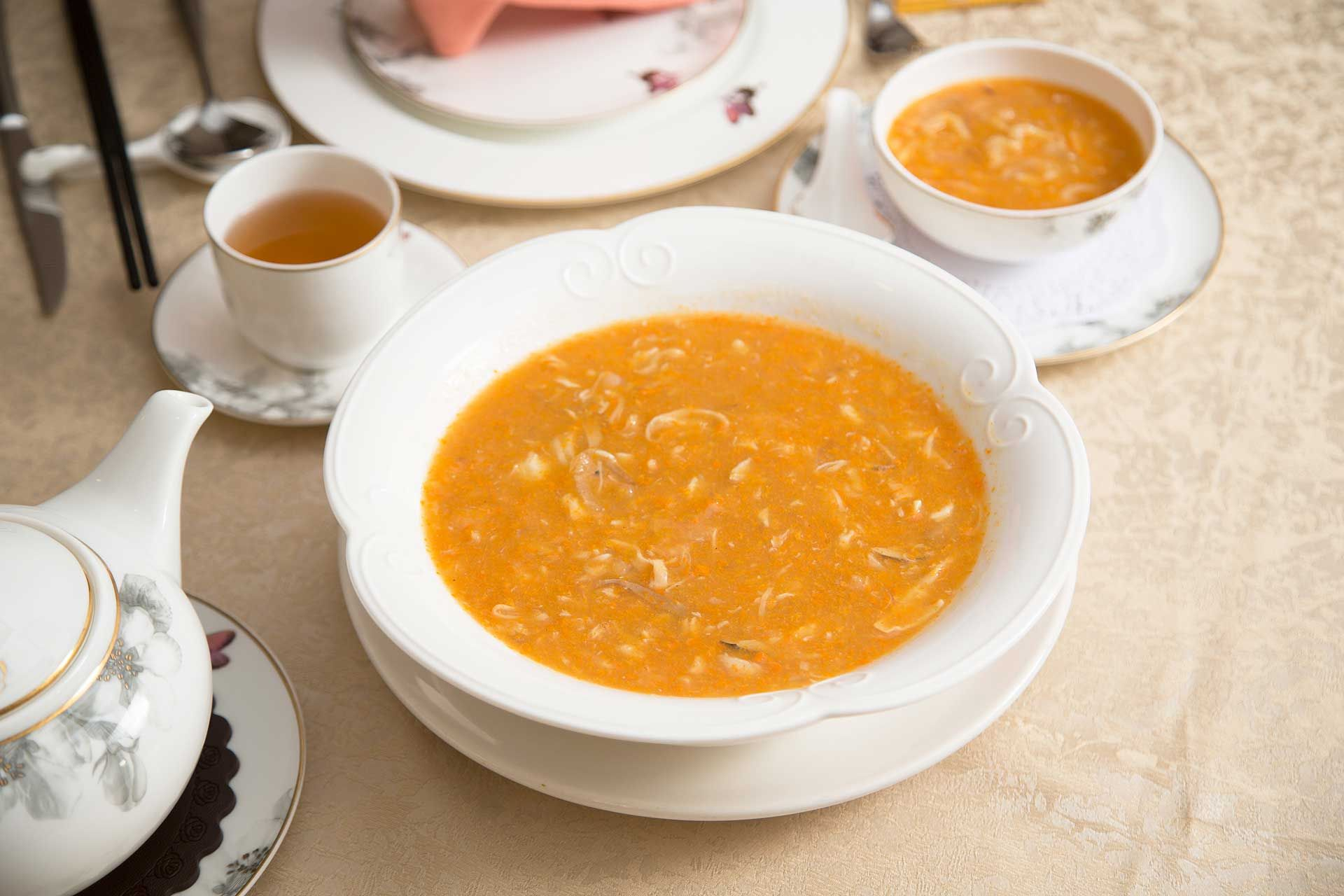 Braised crab meat soup with fish maw, fish lips and crab roe
