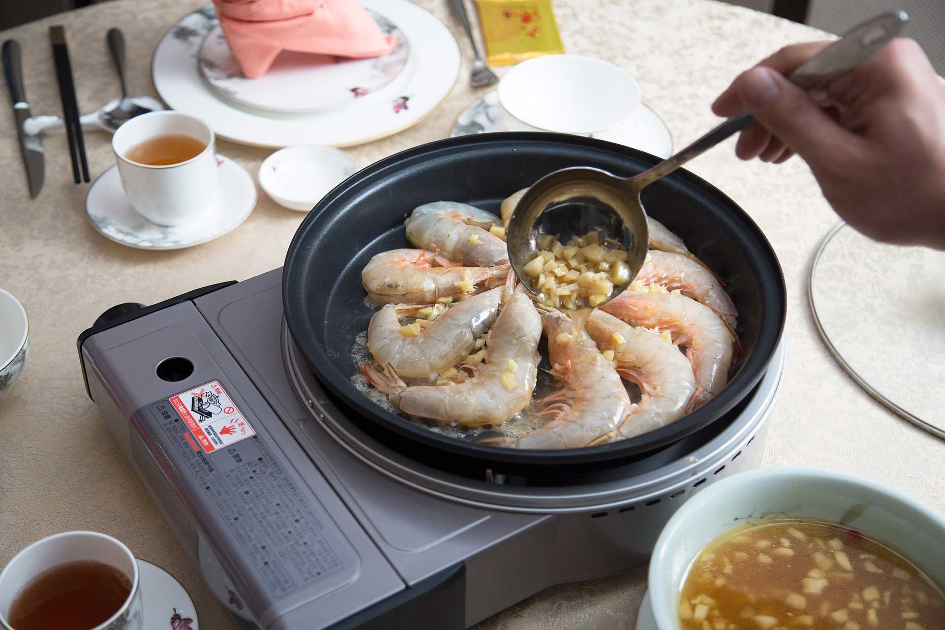Poached prawns with Chinese yellow wine