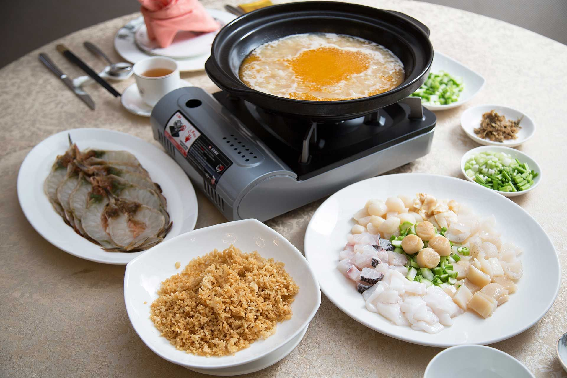 Shanghainese style crispy soup rice with assorted seafood