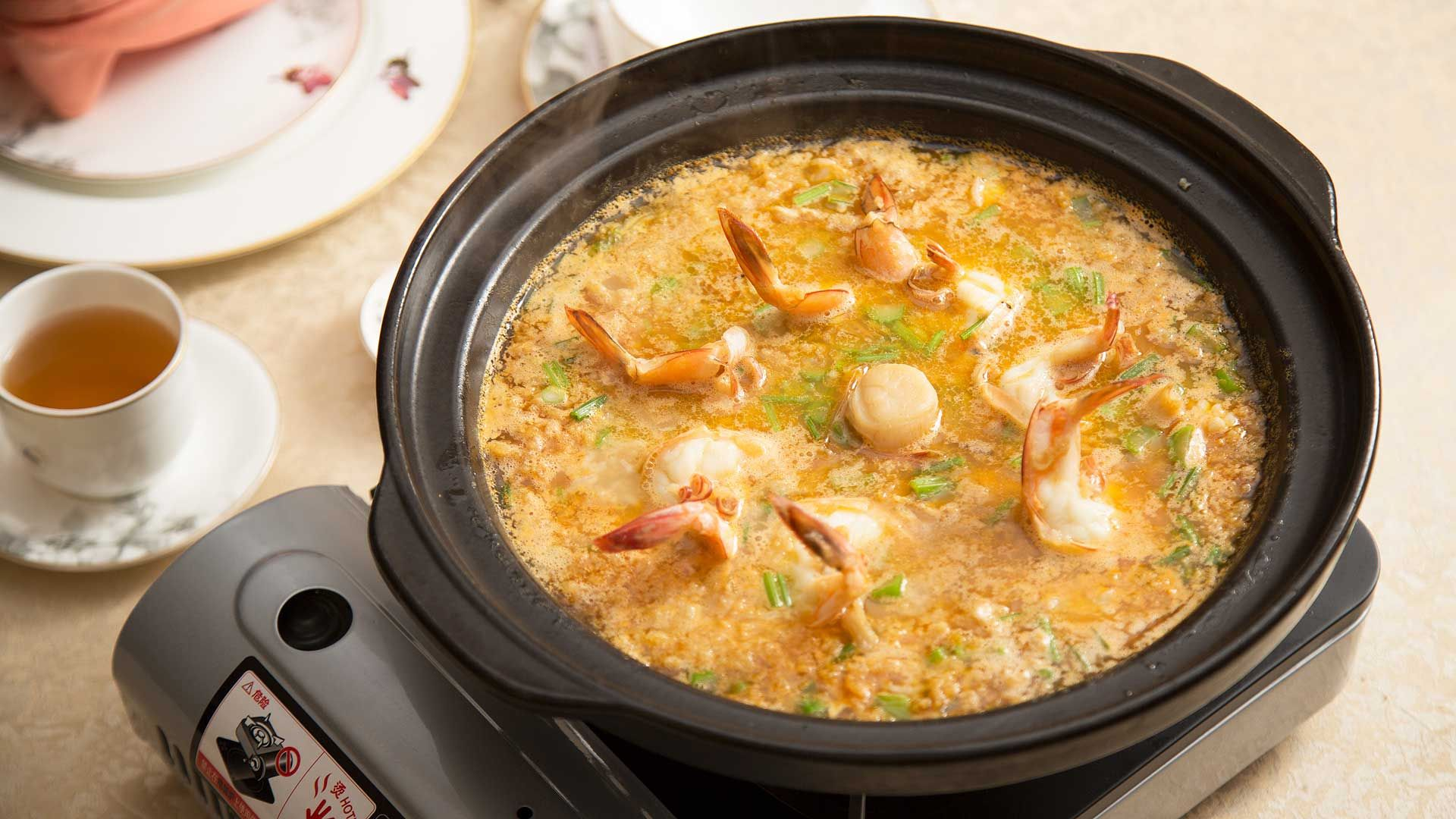Shanghainese style crispy soup rice with assorted seafood (2)