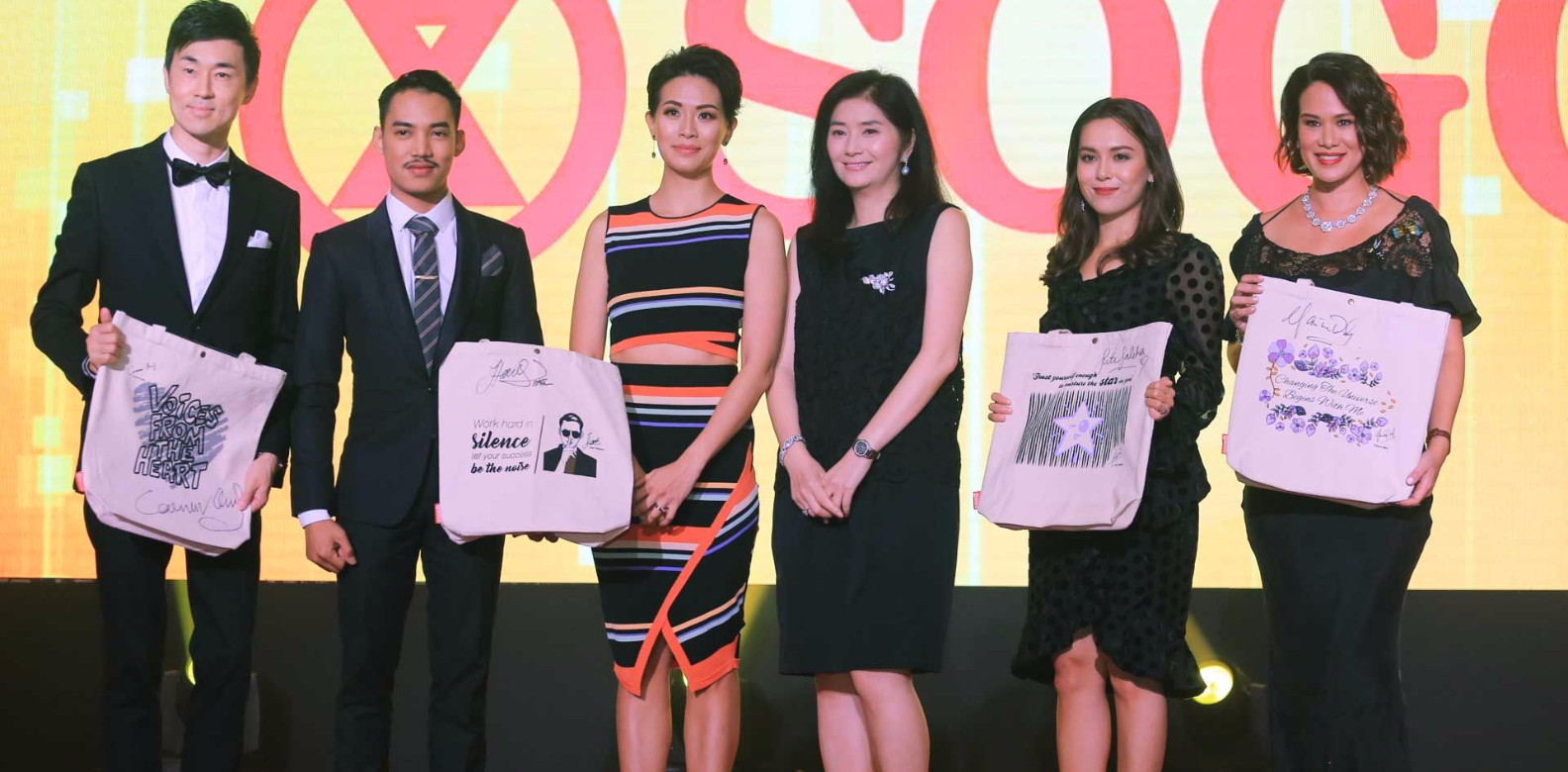Carven Ong, Hael Husaini, Dr Andrea Lim, Datin Rita Shum, Siti Saleha, and Datin Elaine Daly with their charity tote bags