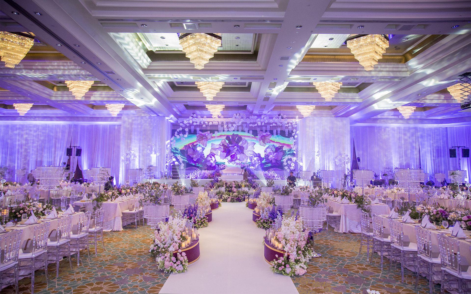 The floral wonderland wedding reception by Reka Teemor