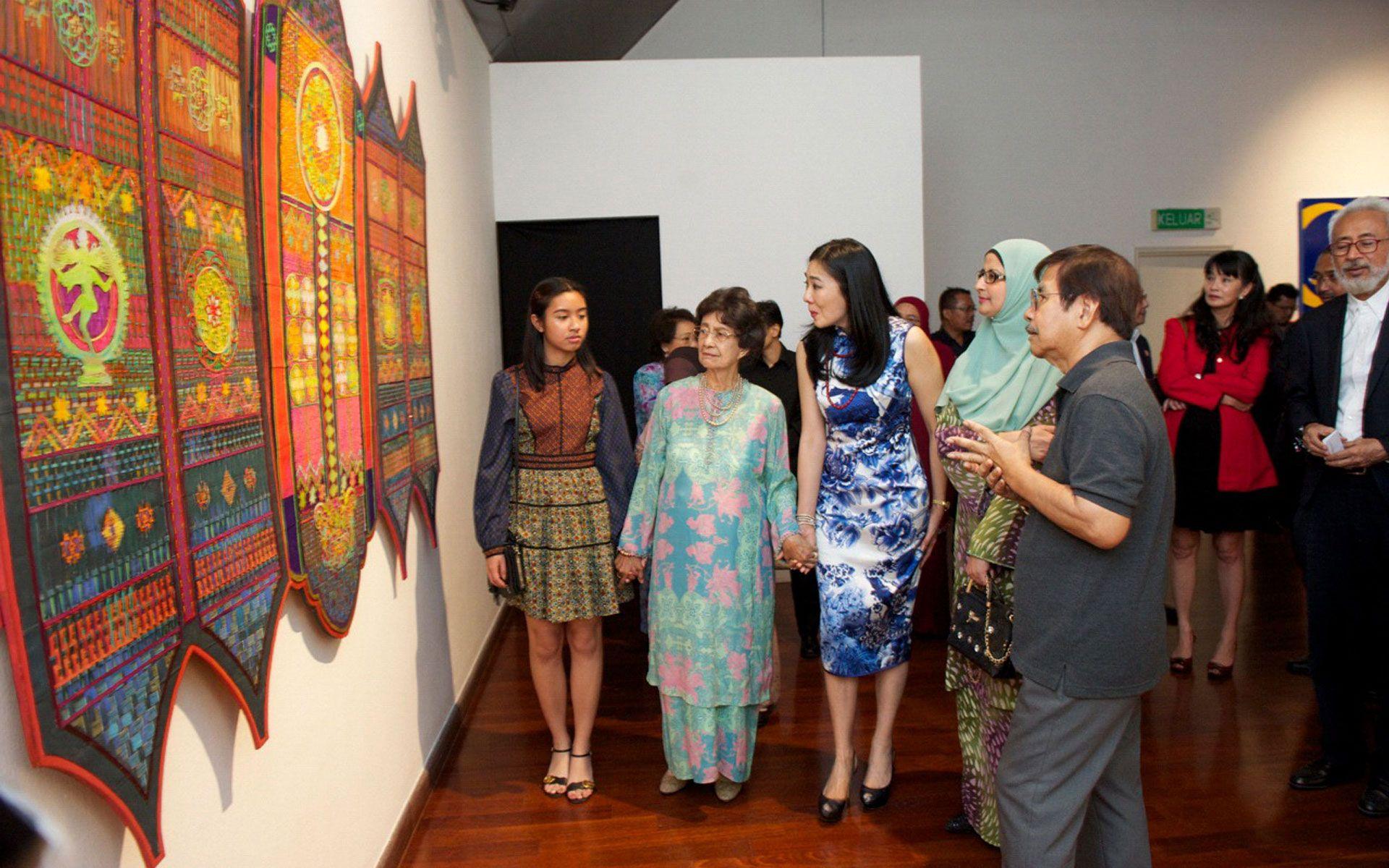 Melisa Lara, Tun Dr Siti Hasmah, Lim Wei Ling, Datin Zarinah Mohammed Ibrahim and Sulaiman Esa