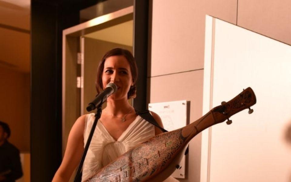 Alena Murang playing the sape