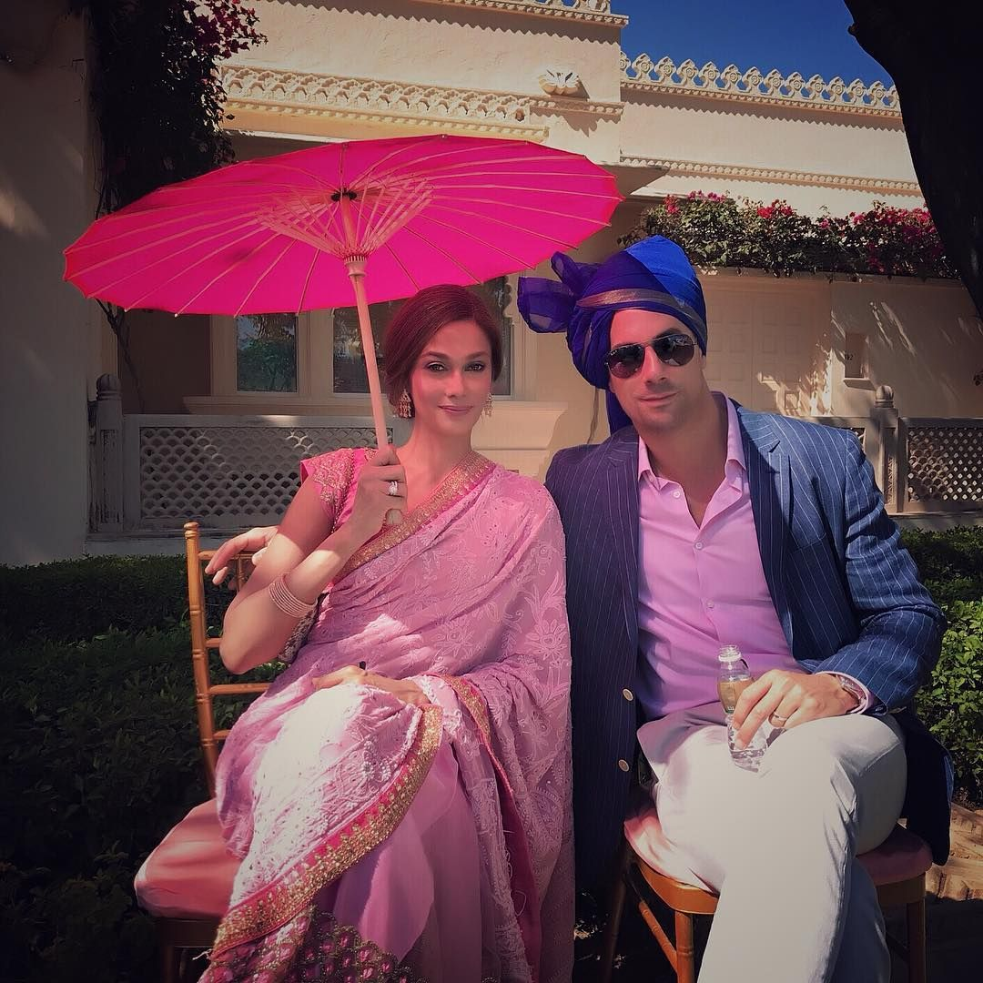 Regal is the word for this impeccable pair of lovebirds -- Kavita Sidhu pairs her pink sari with a decorative umbrella, while Roberto Guiati embraces the turban to a handsome outcome. Photo: Courtesy of @kavita_sidhu / Instagram