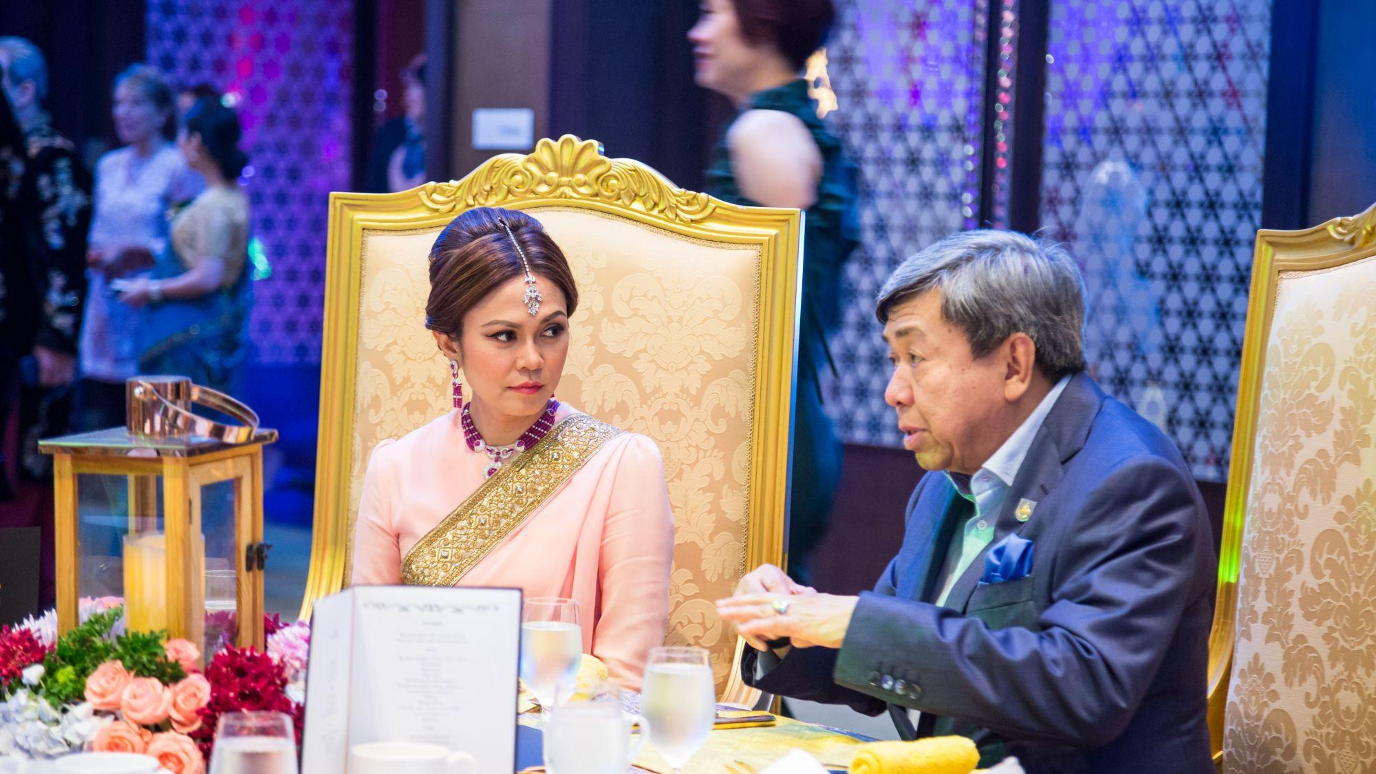 Tengku Permaisuri Norashikin and Sultan Sharafuddin Idris Shah Al-Haj