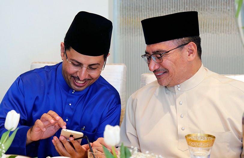 Aal Roman Moshabbab Abdullah and Dato' Seri Hishamuddin Hussein