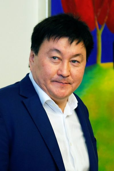 Yerzhan Aidarbayev, father of the groom-to-be