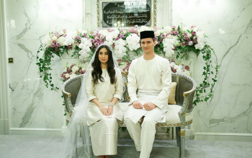 All the best wishes to the new royal couple of Johor, Tunku Aminah and Dennis Muhammad Abdullah (Photo: @theroyaljohor)