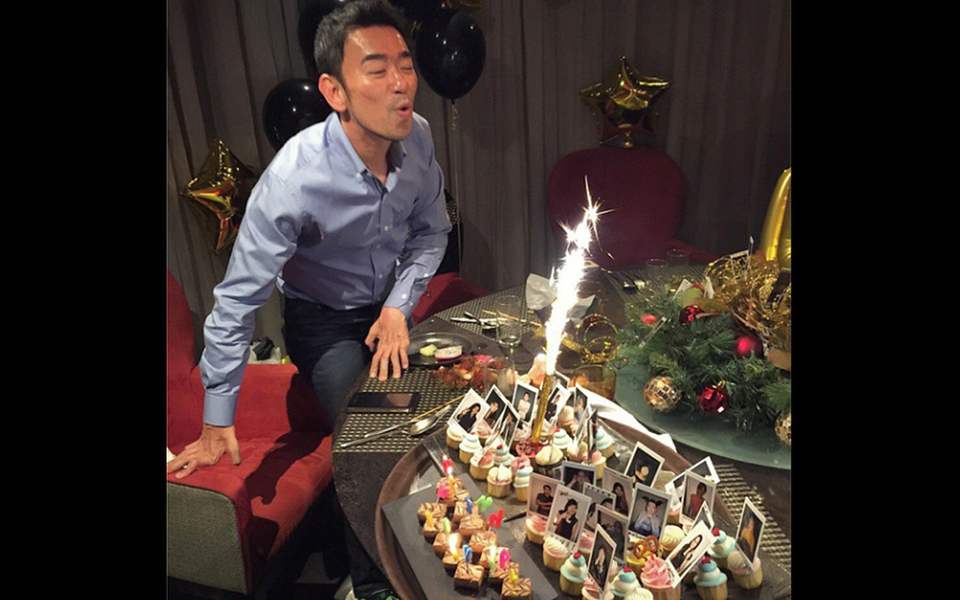 Ken Lim turns a year older and celebrated the occasion with sparklers and cupcakes. (Photo: @hubertwhoi)