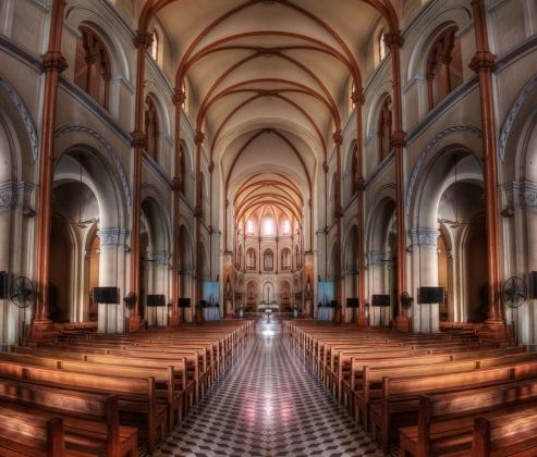 Inside_a_church_in_HDR_-_Saigon_Notre-Dame_Basilica_(7333165142).jpg