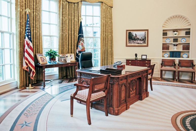 oval office images obama president george w bush in office 20012009 ovalofficereplica2nara obama to clinton how presidents decorated the oval office
