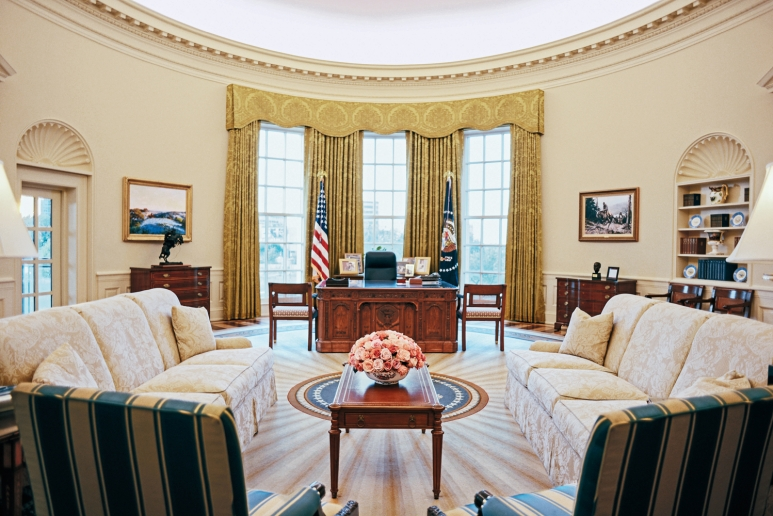 oval office images obama president george w bush in office 20012009 ovalofficereplicanara obama to clinton how presidents decorated the oval office