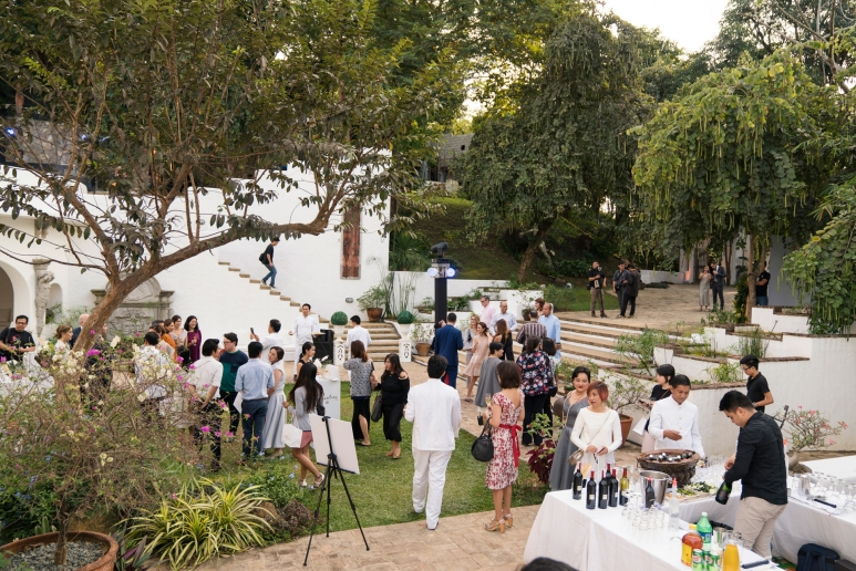 Cocktails-with-media-guests-at-the-Pinto-garden.jpg
