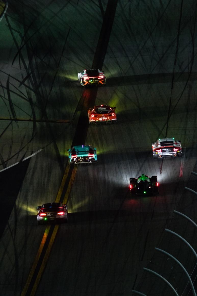 DAYTONA-Rolex-24-night.jpg