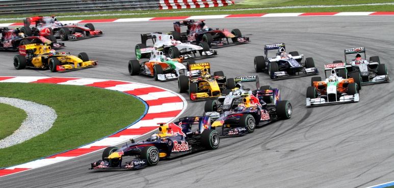2010_Malaysian_GP_opening_lap.jpg