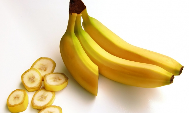 bananas-fruit-carbohydrates-sweet-38283.jpg