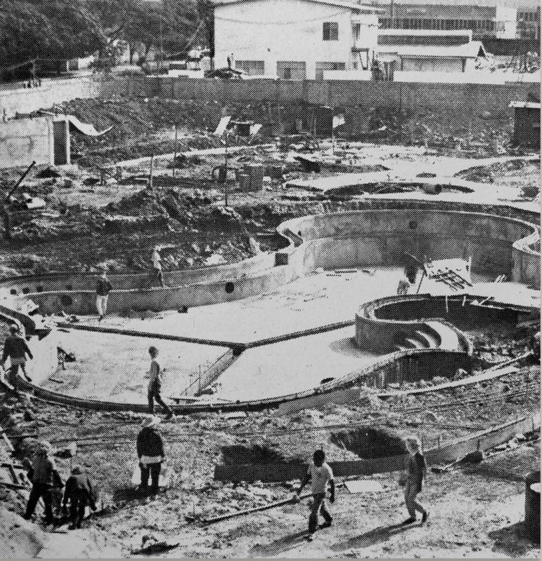 June 1992 - The construction of the iconic lagoon-shaped pool.jpg