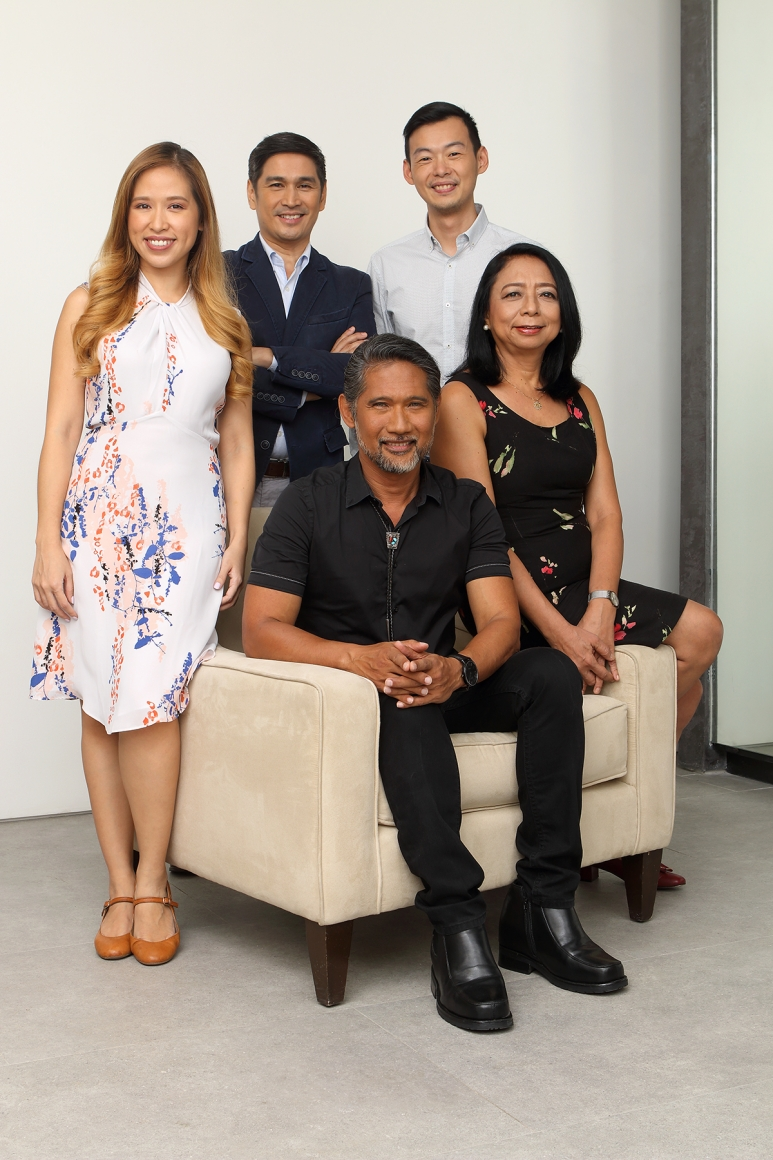 Dr. Ted Achacoso with BioBalance medical team .jpg