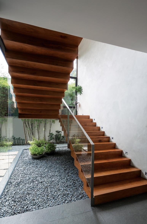 budji-royal-southern-home-stairs.jpg