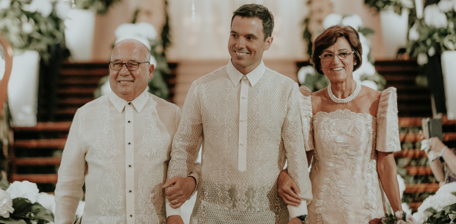 The groom with parents Jose Aguilar Guillén and Alejandra Garcia Soriano