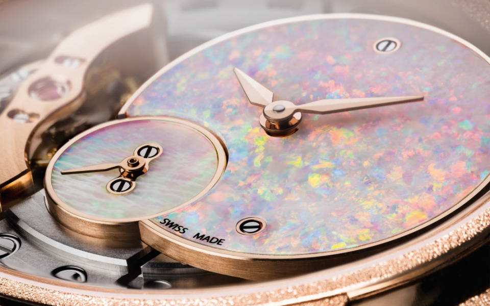 For many cultures, the opal is a lucky charm. It is also a fragile stone, exceptionally challenging to work. The cut and polished opals used in the new Millenary model are chosen with extreme care.