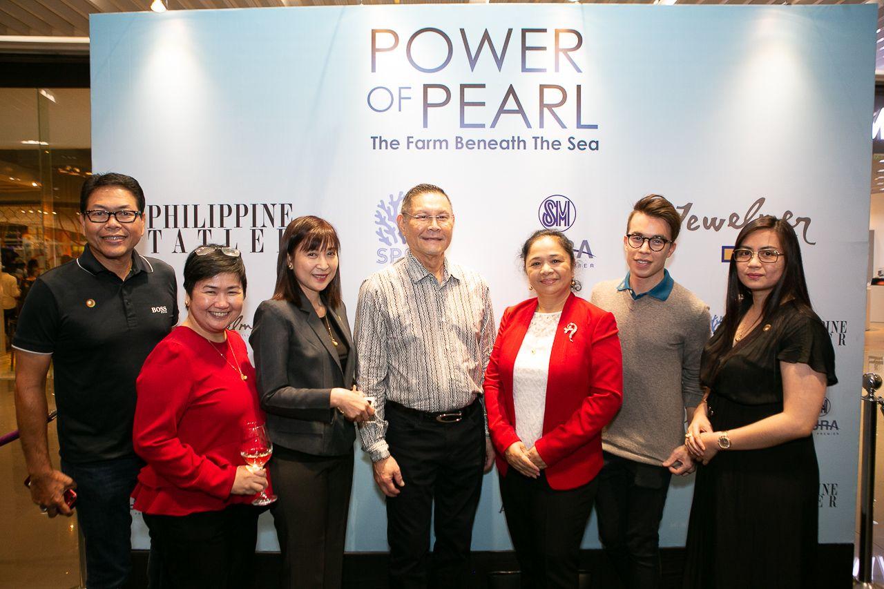 Mr. Cruz, Tess Catedral and Minda Salud, Jewelmer Group Chairman Manuel Cojuangco, Neriz Cruz, Icaro Santos and Gi Cruz