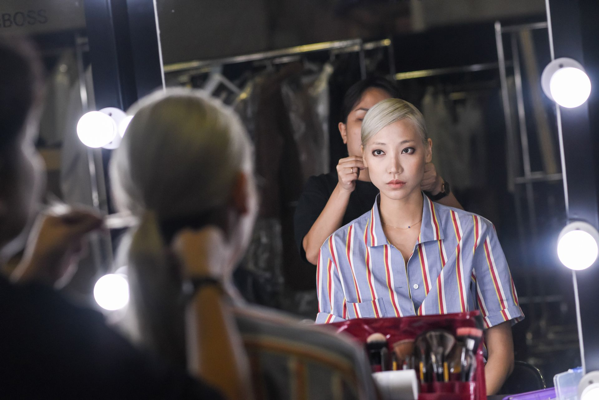 Model Park Soo Joo Backstage at the BOSS Fall/Winter 2018 Show