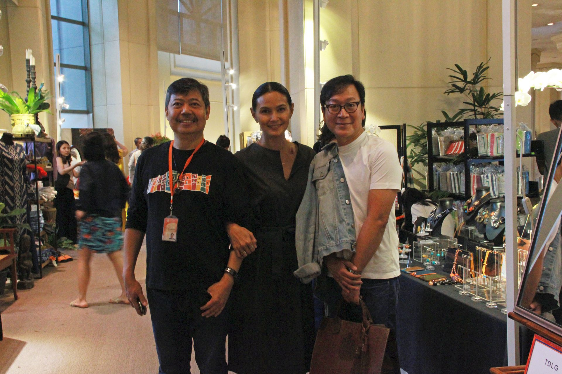MFPI's Albert Avellana with exhibitor Tweety De Leon and designer Jojie Lloren