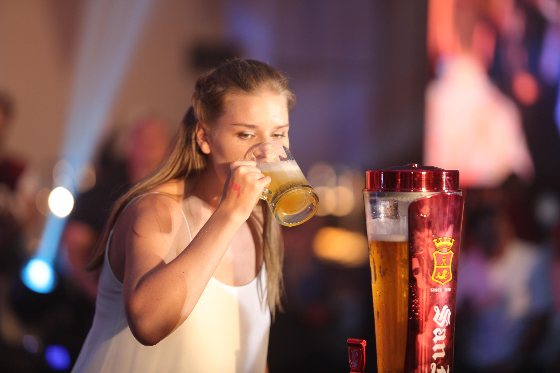 Taru Malagoli joins the beer relay for women during the Crayfish Party