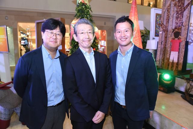 Panasonic General Manager for Trade Marketing Group Jiwoong Kim, Panasonic Vice President Masaru Toyota and Panasonic Technical Adviser Kyohei Morita