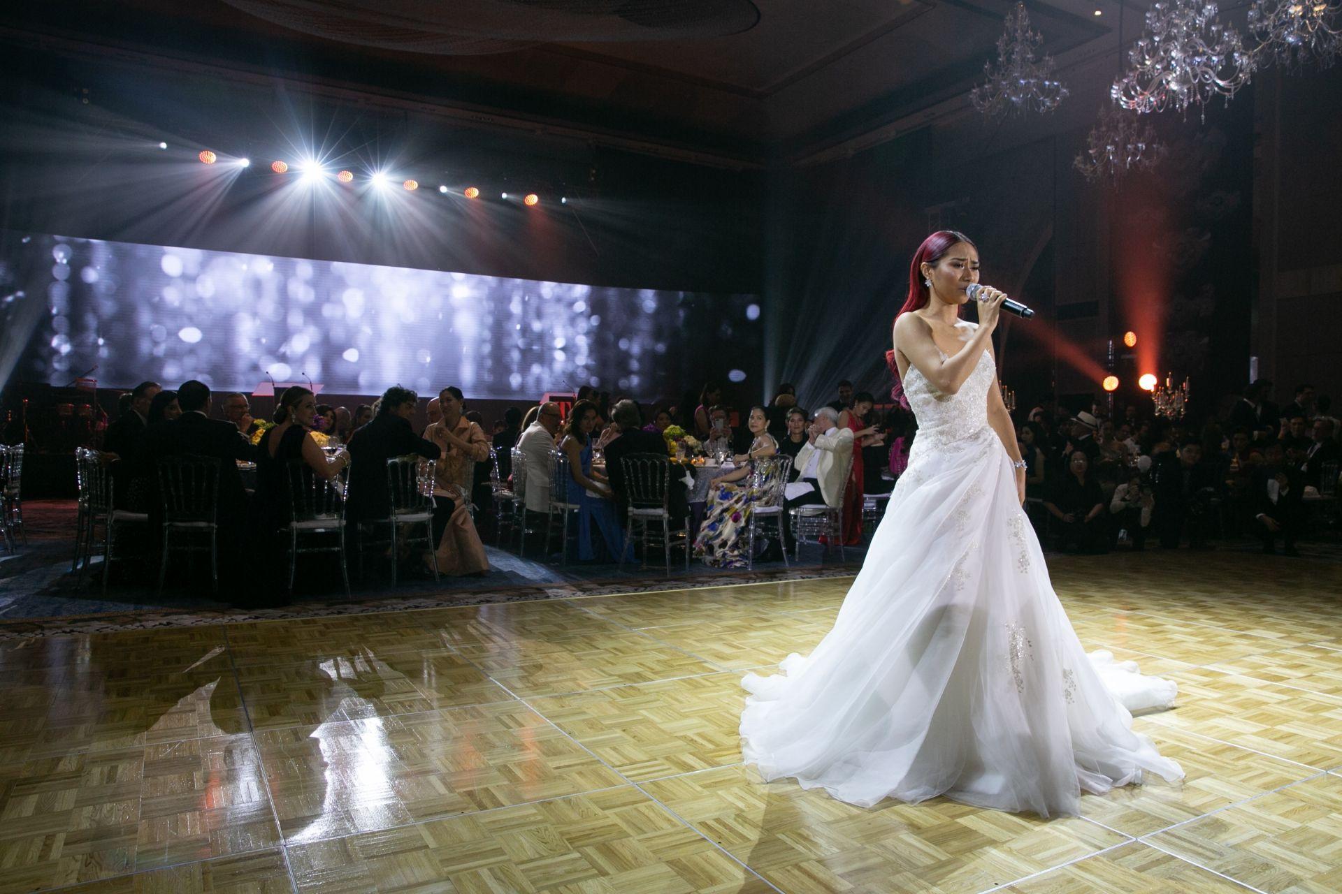 American Idol alumni Jessica Sanchez wows the crowd