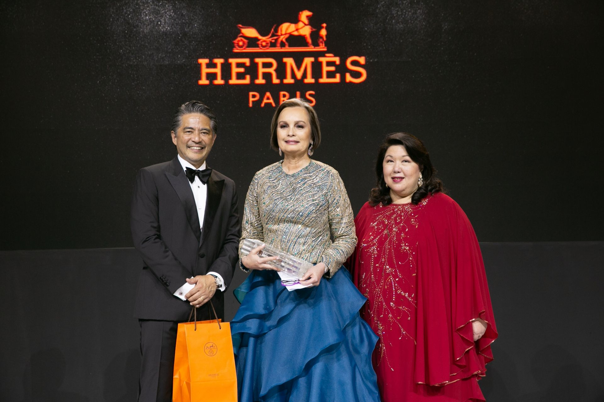 Margie Moran Floirendo is honoured as Patroness of the Arts 2018. | She received a gift courtesy from Hermes.