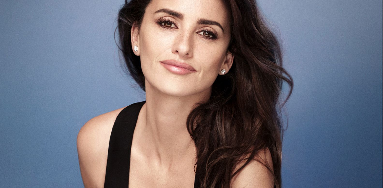 penelope cruz on the power of mascara philippine tatler. Black Bedroom Furniture Sets. Home Design Ideas