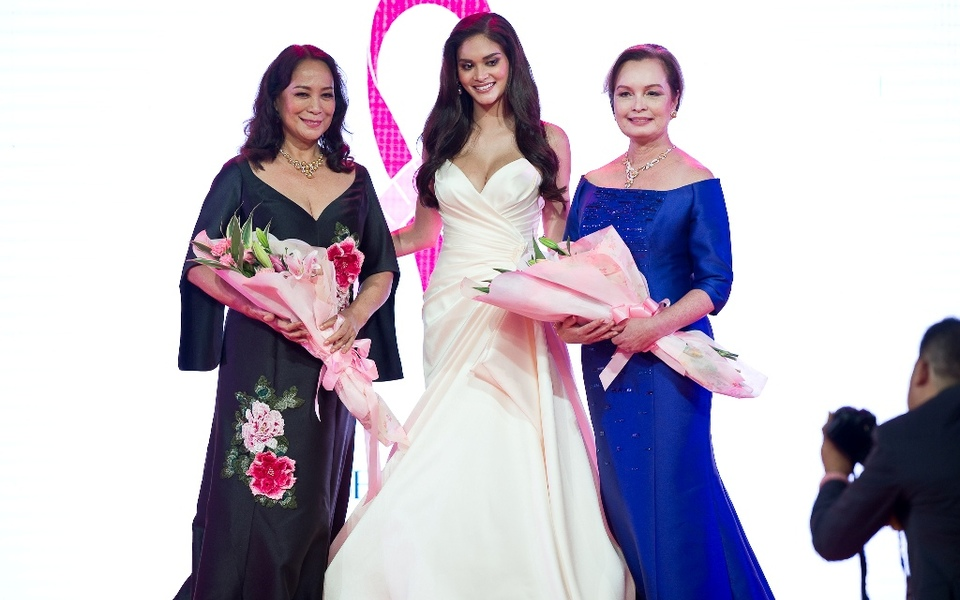 Gloria Diaz wearing JC Buendia, Pia Wurtzbach wearing Cary sanrtiago, and Margie Moran-Floirendo wearing Ito Curata