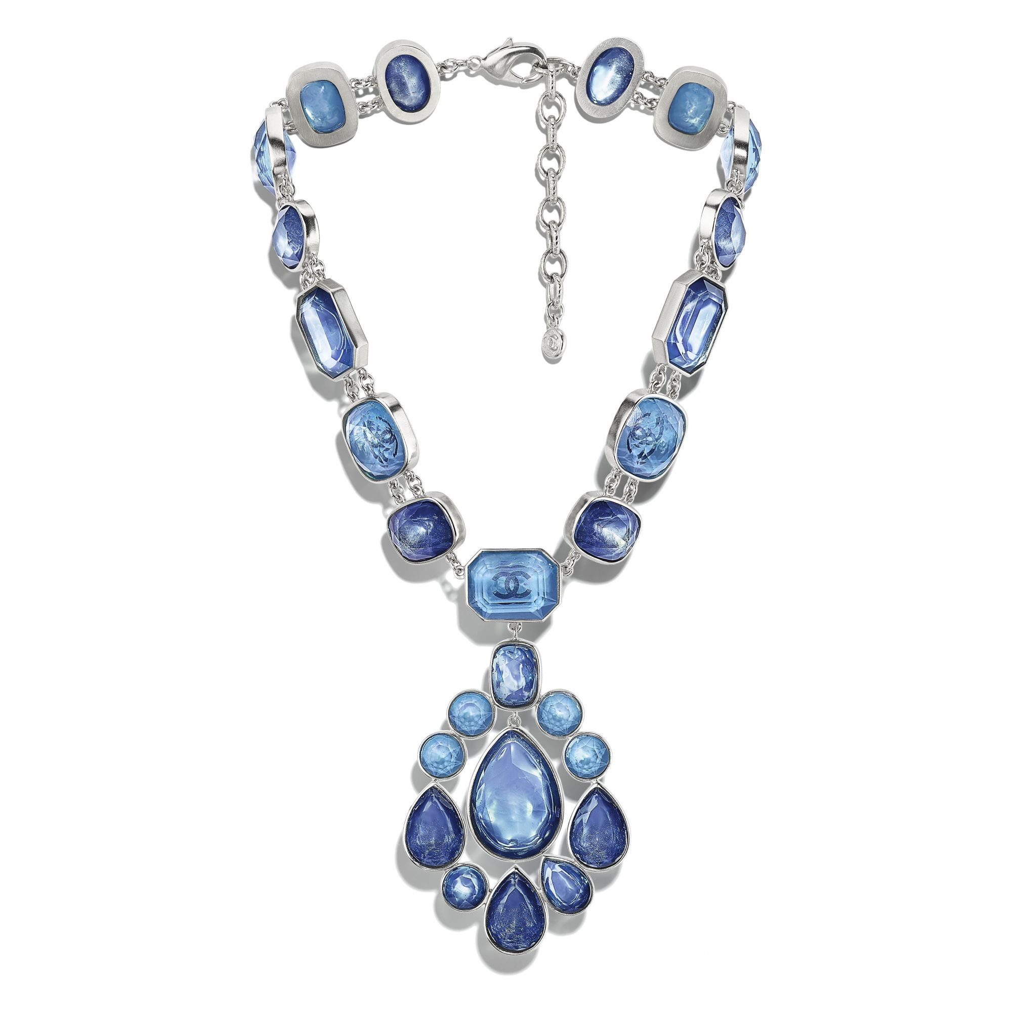 Necklace in metal, strass and blue resin with a pendant