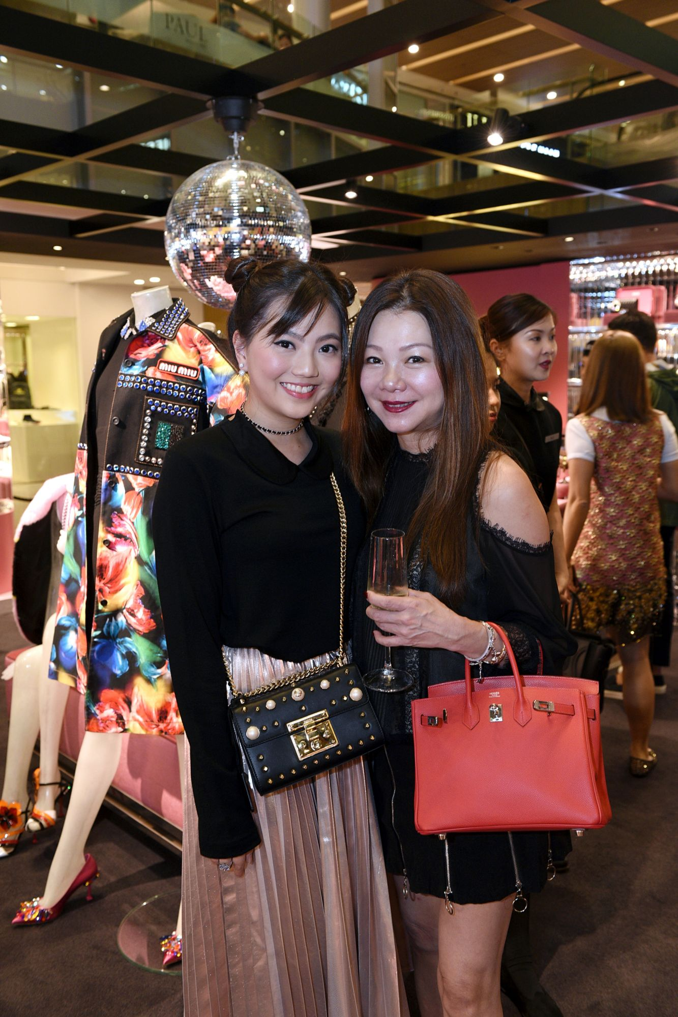 Vanessa Ng, Angela Ng
