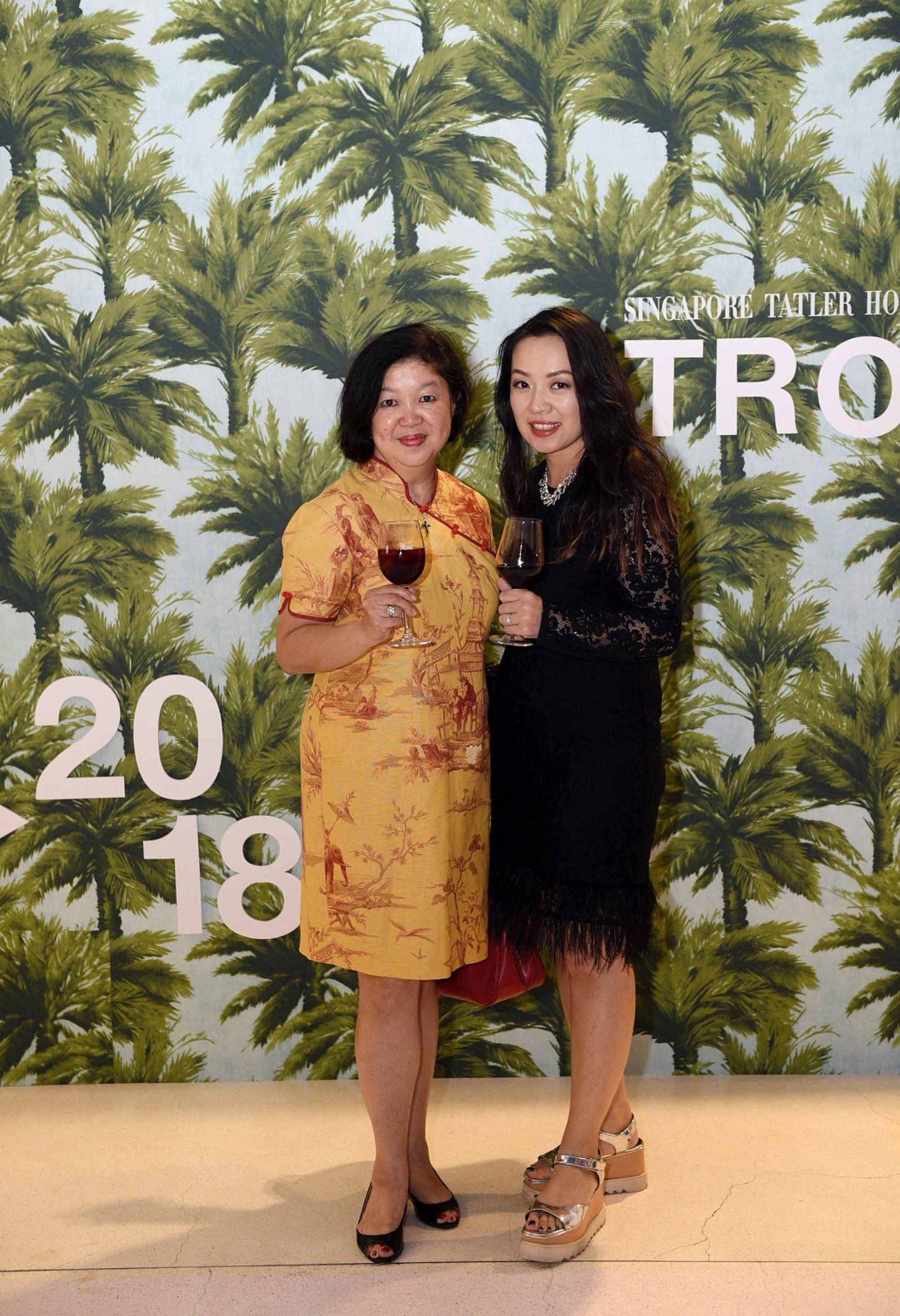 Jennifer Hu, Evelina Hu