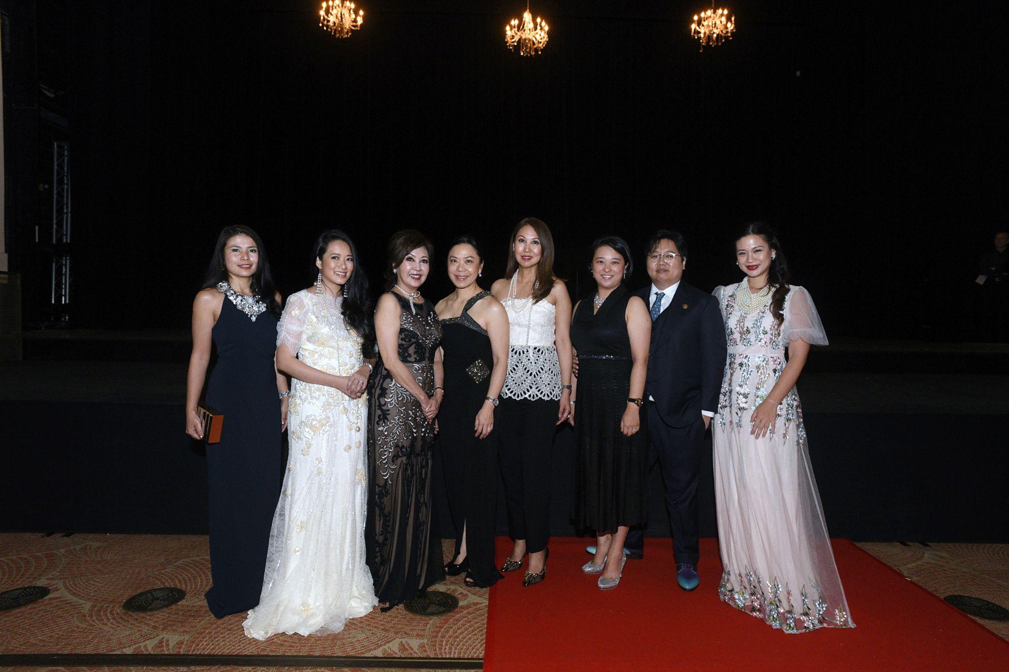 Marilyn Lum, Elaine Kim, Laura Hwang, Ann Tan, June Goh, Gek Hwang, Christopher Hwang, Tjin Le